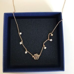 Jewelry - Brand new rose necklace